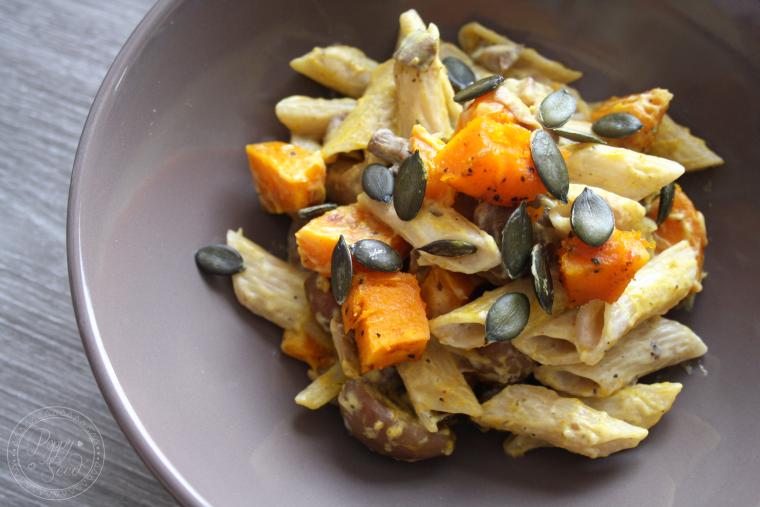 Poêlée de pâtes au potimarron rôti aux épices, marrons, champignons et noisettes