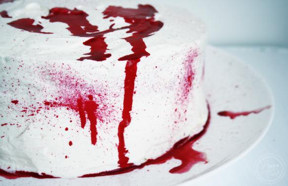 Gateau halloween sanglant red velvet cake 2